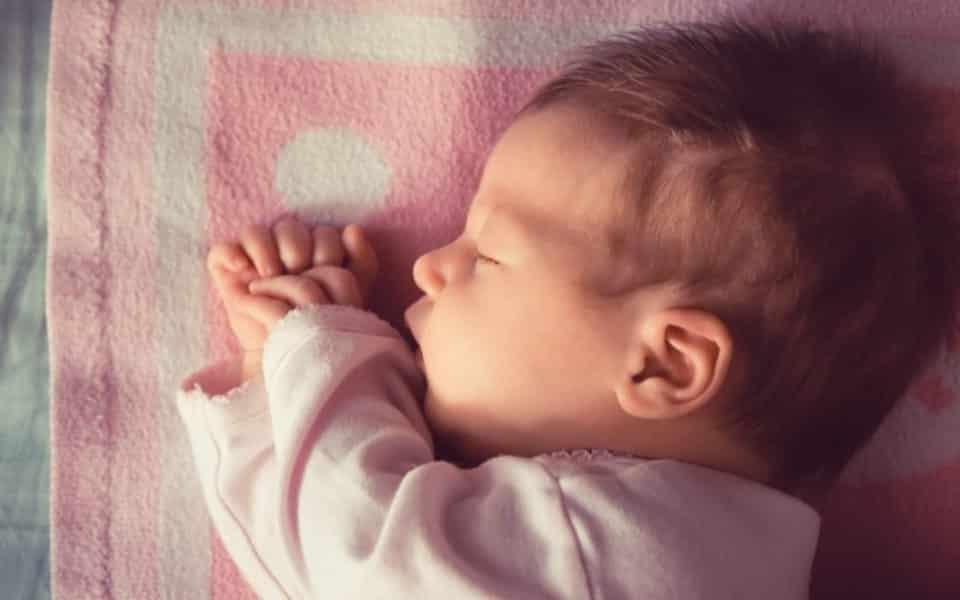 Som do útero para bebê dormir melhor: como funciona?
