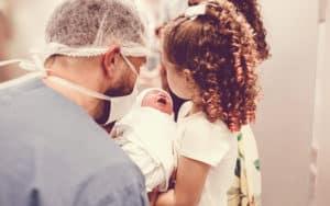 Entenda os principais sinais que indicam o início do trabalho de parto